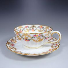 1800年代に作られた英国伝統の名窯コープランド『 小さな金とピンクの華 』品よく可愛らしくまとまっているカップ&ソーサーです。こちらのお品物もセール対象となっておりますので、ぜひご覧くださいませ!      ⇩ http://eikokuantiques.com/?pid=95021470   #アンティーク #イギリス #英国 #アンティークカップ #英国アンティークス #セール #アンティークセール #クリスマスセール #クリスマス #コープランド