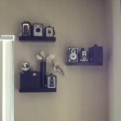 Antique Cameras, Old Cameras, Vintage Cameras, Vintage Camera Decor, Vintage Soul, Moving House, Dream Decor, Photo Displays, Wall Design