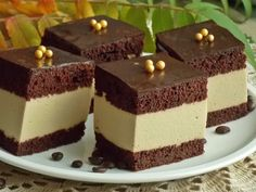 Un desert delicat, cu blat de cacao si cafea pufos si umed, il obtineti preparan… – Food: Veggie tables Pear Recipes, Sweet Recipes, Drink Recipes, Fudge Cake, Polish Recipes, Food Cakes, Cacao, Homemade Cakes, Something Sweet