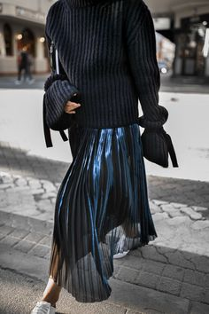 Pleats & tied sleeves