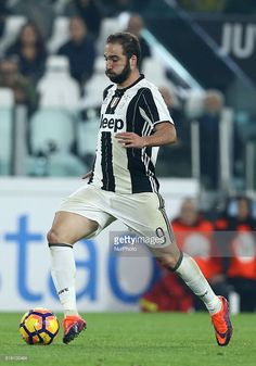 Gonzalo Higuain of Juventus FC during the Serie A match between Juventus FC and SSC Napoli at Juventus Stadium in Turin, Italy on October 29, 2016.