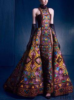 "Nicolas Jebran ""Nostalgia"", A-H - Haute couture Couture 2015, Haute Couture Fashion, Fashion Week, Runway Fashion, High Fashion, Couture Dresses, Fashion Dresses, Costume Original, Batik Fashion"