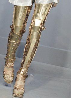 Raquel Zimmermann, Balenciaga S/S looks like robot legs! Daphne Guinness, Valentino, Givenchy, Look Fashion, Womens Fashion, Fashion Design, Fashion Art, High Fashion, Gold Armor
