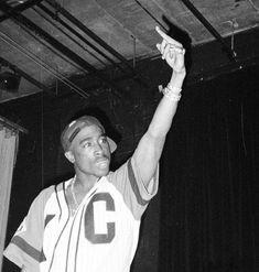 On baebeh . Tupac Shakur, 2pac, Arte Hip Hop, Hip Hop Art, Tupac And Biggie, Tupac Wallpaper, Tupac Art, Tupac Pictures, Tupac Makaveli