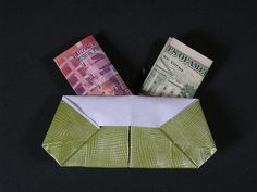 Double japanese purse. A traditional model, diagrammed here by Mari Michaelis. Upgraded to 2 compartiments, for international travellers. - dobrado por Mélisande* From a long rectangle (2x A4) | Flickr - Photo Sharing!