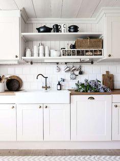 Här får du som längtar efter en härligt lantligt kök inspiration och tips