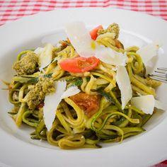 Zucchini Nudeln #zucchini #veggies #noodles #pasta #green #healthy #mahlzeit