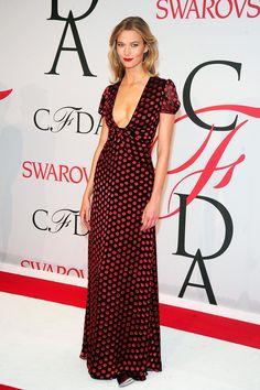 8a7d6ee3 Karlie Kloss arrived in a dress by Diane von Furstenberg. Celebrity Look,  Celebrity Red