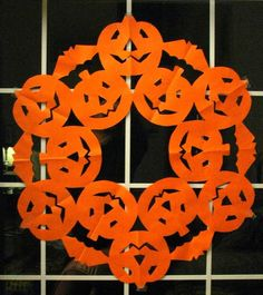 Jack O' Lantern pumpkin pattern for paper snowflake decorations. By Halloween Addict. Paper Snowflake Patterns, Snowflake Images, Snowflake Template, Snowflake Decorations, Paper Snowflakes, Snowflake Wreath, Halloween Quilts, Halloween Paper Crafts, Halloween Pumpkins