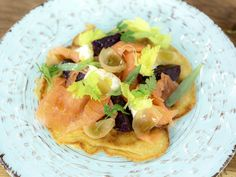 This Blini with Beets, Smoked Salmon and Crème Fraîche recipe is a great starter. Egg whites are whisked and folded in for a light and tasty dish! James Martin, Creme Fraiche, Smoked Salmon, Tasty Dishes, Beets, Fish Recipes, Starters, Yummy Food, Egg Whites