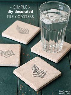 20 Simple and Great Homemade Coasters DIY Ideas - Diy Coasters Homemade Coasters, Diy Coasters, Ceramic Coasters, Ceramic Tile Crafts, Concrete Crafts, Diy Simple, Easy Diy, Diy Tuiles, Pasta Piedra