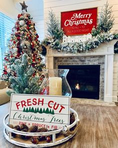 🌲One of the best parts of the holiday season here on IG is getting to share and also finding new inspiration for our homes. Elegant Christmas Decor, Christmas Decorations For The Home, Christmas In July, Country Christmas, Winter Christmas, All Things Christmas, Christmas Home, Merry Christmas, Christmas Trees