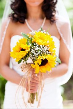 sunflower bridal bouquet simple happy cheery and perfect for summer http