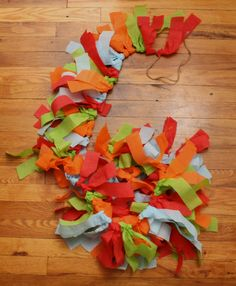 crepe paper garland, cheap and cute (maybe alter color scheme) Diy Christmas Tree Garland, Grinch Christmas Party, Grinch Who Stole Christmas, Paper Christmas Decorations, Grinch Party, Diy Party Decorations, Christmas Crafts, Christmas Colors, Crepe Paper Garland