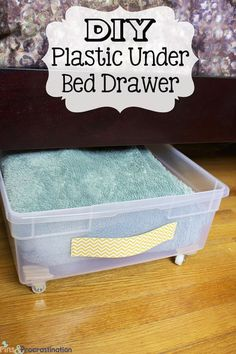 29 Sneaky DIY Small Space Storage and Organization Ideas (on a budget!) Make your own sliding storage bins for under the bed! Diy Storage Bed, Book Storage, Underbed Storage Ideas, Linen Storage, Rolling Underbed Storage, Under Bed Storage Containers, Under Bed Shoe Storage, Plastic Storage Drawers, Diy Clothes Storage