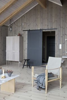Via / 2 Norwegians - 1 stylist + 1 photographer House In The Woods, My House, Interior Stylist, Interior Design, Scandi Chic, Wood Panel Walls, Small House Design, Home Design Plans, Inspired Homes