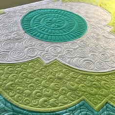 Quilting a fun #medallionquilt pattern is by @angelapingel and her book #aquiltersmixology fabric is #intothedeep by @pattysloniger #customquilting #quiltingismybliss #quiltersdream #battgirls #innovaquilting #innovalongarm #superiorthreads
