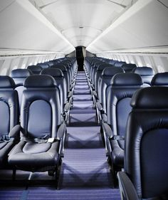 A JetBlue pilot reveals his tips for finding the quietest seats on a plane. Airplane Seats, Airplane Travel, Airplane Landing, Airplane Interior, Truck Interior, Air Travel, Travel Tips, Airplane Photography, Creative Photography