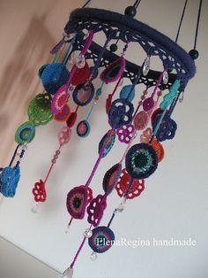 very cute crochet mobile by Ladybumblebee Crochet Diy, Crochet Home Decor, Love Crochet, Crochet Crafts, Yarn Crafts, Crochet Flowers, Crochet Projects, Crochet Mobile, Yarn Bombing