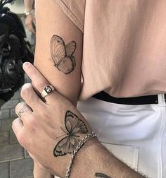 The best butterfly tattoo collection that you& seen this miracle . - You have the best butterfly tattoo collection that you are seeing this beautiful insect - # butterflytattoo # this # This # gesehen Cute Hand Tattoos, Small Hand Tattoos, Cute Small Tattoos, Small Tattoo Designs, Pretty Tattoos, Mini Tattoos, Unique Tattoos, Body Art Tattoos, Tattoo Ink