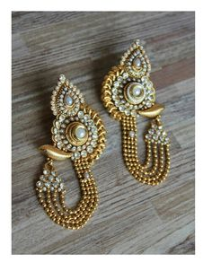 Golden long traditional earrings with polki and pearl work - Sweta Sutariya - 1 I Love Jewelry, Statement Jewelry, Gold Jewelry, Jewelery, Jewelry Design, India Jewelry, Temple Jewellery, Indian Earrings, Golden Earrings