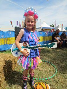 Skirt, necklace and guitar. Thanks to Junkfish for the photo.                                                      Gloucestershire Resource Centre http://www.grcltd.org/scrapstore/