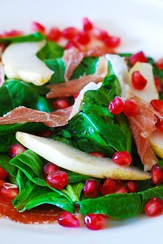 Spinach salad with pomegranate seeds, pears, and prosciutto.  Gluten free, healthy salad full of anti-oxidants.