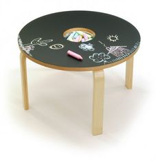 Woody Chalkboard Table - What's better than a table designed just for kids? One they can draw on! The Woody Chalkboard Table is exactly that, offering both a work surface and . Diy For Kids, Cool Kids, Crafts For Kids, Decoration Creche, Chalkboard Table, Chalkboard Paint Furniture, Chalkboard Canvas, Magnetic Chalkboard, Chalkboard Drawings