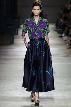 See all the Collection photos from Dries Van Noten Spring/Summer 2016 Ready-To-Wear now on British Vogue Fashion Week, Look Fashion, Runway Fashion, Spring Fashion, High Fashion, Fashion Show, Fashion Design, Fashion Trends, Paris Fashion