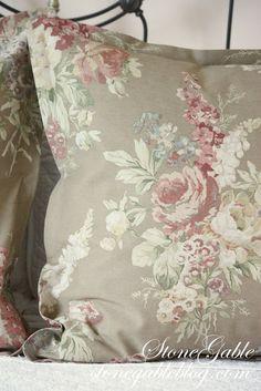 Designer Bedding Sets On Sale Info: 7300290043 Euro Pillows, Euro Pillow Shams, Diy Pillows, How To Make Pillows, Pillow Cases, European Pillows, European Home Decor, Bed Ensemble, Pillow Corner