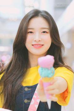 """#아린이 #""""아이스크림 #한입 #먹어"""" Oh My Girl Yooa, Arin Oh My Girl, Kpop Girl Groups, Korean Girl Groups, Kpop Girls, Korean Celebrities, Celebs, Girls Twitter, Kpop Girl Bands"""