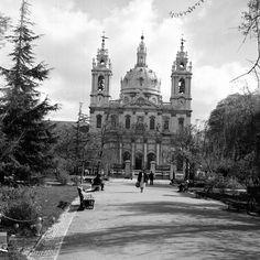 Basílica da Estrela vista do jardim da Estrela, foto Estúdios Horácio Novais, in a.f. C.M.L.