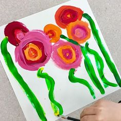 It feels like spring in the art room! #kindergartenart #artclass #elementaryart #springflowers