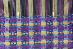 Honeycomb Fabric on the Flip Loom – Schacht Spindle Company Instructions for weaving honeycomb fabric on a rigid heddle loom. Weaving Art, Weaving Patterns, Loom Weaving, Hand Weaving, Inkle Loom, Honeycomb Pattern, Loom Bracelets, Pillow Forms, Custom Pillows