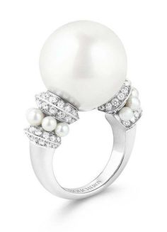 Boucheron, Place Vendome, presents its creations: fine jewelry, high-jewelry, luxury watches and perfumes. Gems Jewelry, High Jewelry, Pearl Jewelry, Jewellery, Saphire Ring, Saphir Rose, 14 Carat, One Ring, Gems And Minerals