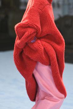 Knitwear Fashion, Cozy Fashion, Knit Fashion, Women's Summer Fashion, Runway Fashion, Fashion News, High Fashion, Fashion Show, Womens Fashion