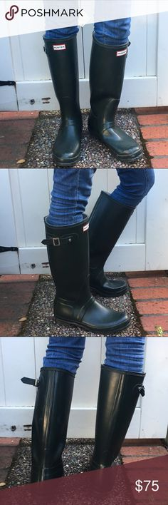 HUNTER Rain Boots Sz. 10 HUNTER Rain Boots Sz. 10 Stylish Tall Hunter green Rain Boots perfect for a rainy day. Look super cute worn with jeans. Slightly worn Hunter Boots Shoes Winter & Rain Boots