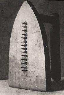 Man Ray - il regalo 1921