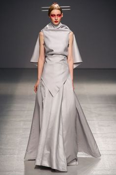 Gareth Pugh Spring 2013 Ready-to-Wear Collection Slideshow on Style.com