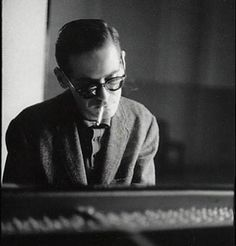 Bill Evans: Jazz pianist, New York City, photographed by Jim Marshall Jazz Artists, Jazz Musicians, Jim Marshall, Bill Evans, Piano Player, Jazz Guitar, Jazz Blues, Music Download, Soul Music