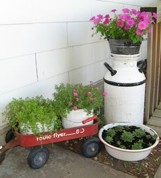 Napping Quilter: Radio Flyer Wagon, White Milk Can and Porcelain! Flower Planters, Flower Pots, Garden Planters, Garden Art, Milk Can Decor, Front Porch Plants, Wagon Planter, Old Milk Cans, Radio Flyer Wagons