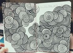 Easy Drawings 40 Simple and Easy Doodle Art Ideas to Try - Gone are those days when doodling was only for the kids. If you want to touch your artistic side, these simple and easy doodle art ideas to try. Zentangle Drawings, Doodles Zentangles, Doodle Drawings, Easy Drawings, Easy Doodle Art, Zen Doodle, Doodle Wall, Tangle Doodle, Doodle Patterns