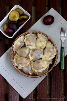 Pierogi ze śliwkami Polish Recipes, Polish Food, Plum Dumplings, Nigella, Apple Pie, Pancakes, Good Food, Food And Drink, Pizza