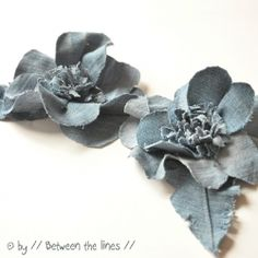 Make these lovely denim flowers in no time from old jeans with // Between the lines //...