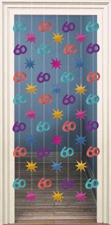 Deurgordijn 60 jaar. Gekleurd decoratie deurgordijn met hangende afbeeldingen van sterren en 60 jaar. De breedte is ongeveer 80 cm de lengte 200 cm. Te bevestigen met 2 oogjes aan een spijkertje.