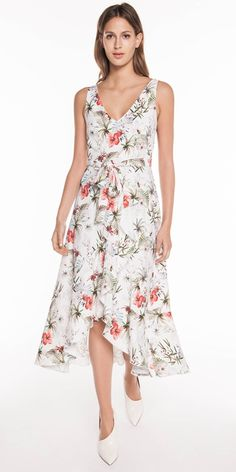 Discover the latest women's dresses from the new Cue collection. Shop our range of black dresses, evening dresses, floral dresses, casual dresses and… Buy Dresses Online, Belted Dress, Evening Dresses, Casual Dresses, Floral, Womens Fashion, Tropical, Stuff To Buy, Shopping