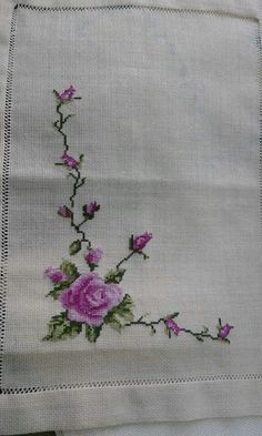 Hardanger Embroidery, Hand Embroidery, Embroidery Designs, Cross Stitch Tutorial, Small Scarf, Vintage Handkerchiefs, Vintage London, Cross Stitch Flowers, Vintage Scarf