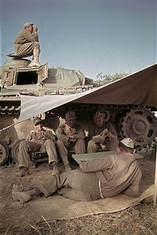 Afrika Korps soldiers taking a break at their tank, North Africa date/location unknown - pin by Paolo Marzioli German Soldiers Ww2, German Army, Afrika Corps, North African Campaign, Italian Army, Military Armor, Military Pictures, Ww2 Tanks, Dioramas
