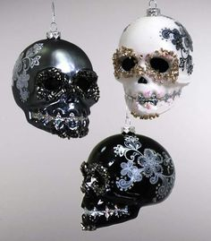 These are just what I need during Christmas. My home has a skull decor . I love my skull,s. Our Christmas would look amazing with these on it! Yule, Dark Christmas, Christmas Bulbs, Black Christmas Decorations, Tree Decorations, Halloween Trees, Gothic Home Decor, Gothic House, Skull And Bones