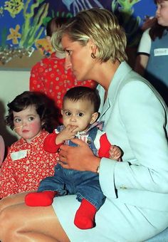 April Diana, Princess of Wales at the Royal Brompton Hospital Diana visited Cystic Fibrosis sufferers and other patients in West London. Princess Diana Death, Royal Princess, Prince And Princess, Princess Of Wales, Lady Diana Spencer, Funeral, Diane, Brompton, West London